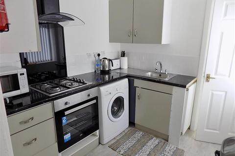 3 bedroom terraced house to rent - Princes Road, Middlesbrough, TS1 4BN