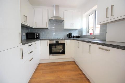 2 bedroom bungalow to rent - Colemans Moor Lane, Woodley, Reading, Berkshire, RG5