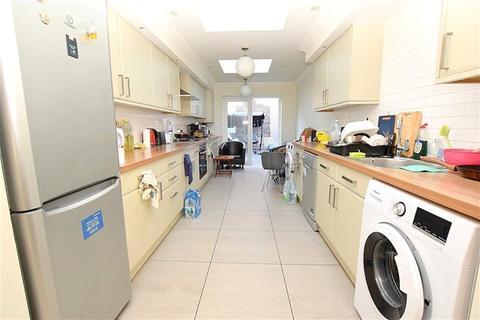 4 bedroom house to rent - St James Road, Stratford
