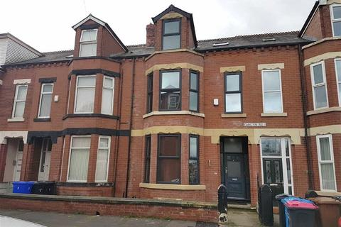 8 bedroom terraced house to rent - Carlton Road, Salford