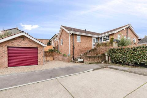 4 bedroom detached bungalow for sale - Holtwood Close, Rainham