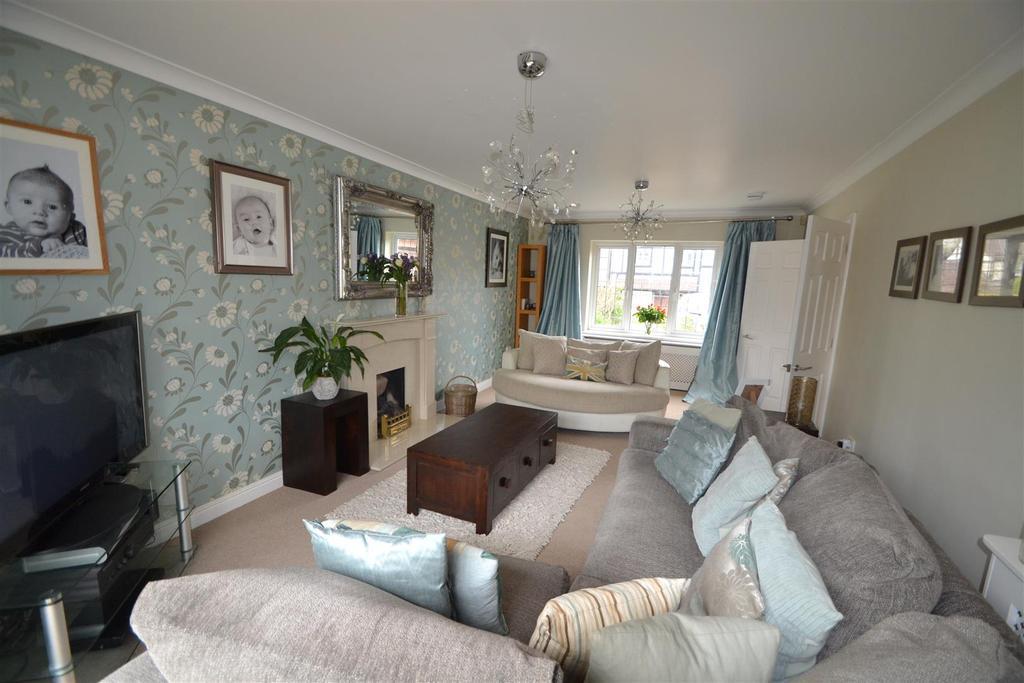 14 Holmwood living room .JPG