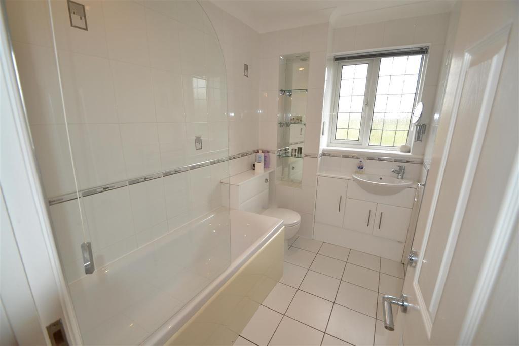 14 holmwood main bath .JPG