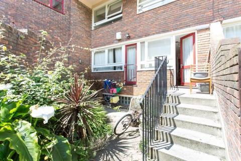 1 bedroom flat share to rent - Tayport Close, London