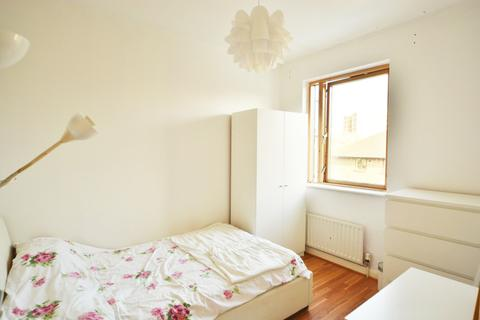 4 bedroom flat share to rent - Eagle Wharf Road, London, N1