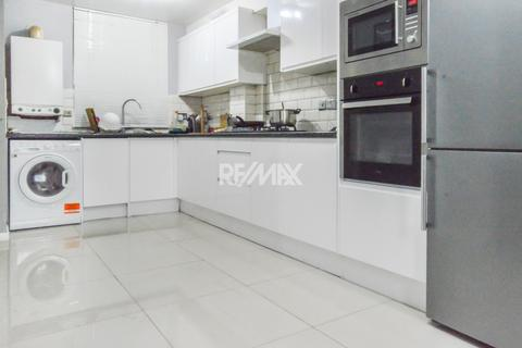3 bedroom terraced house to rent - Booth Close, Thamesmead, SE28