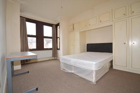 4 bedroom terraced house to rent - Coventry Road, Ilford, Essex, IG1