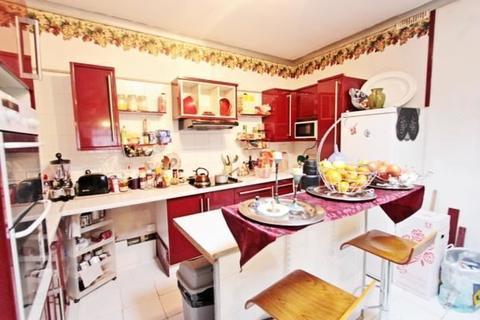 2 bedroom bungalow for sale - Ellanby Crescent, Edmonton, London, London, N18 2HH