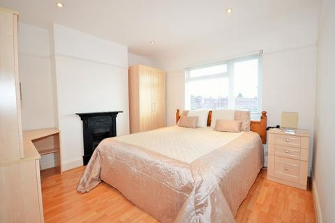 4 bedroom detached house to rent - Gibbon Road, Acton W3 7AE