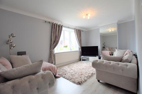 3 bedroom end of terrace house to rent - Gainsborough Road, Dagenham, RM8