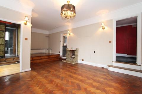 2 bedroom barn conversion to rent - Abbots Road, Edgware