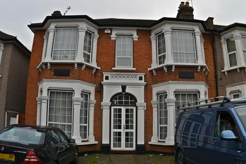 4 bedroom house to rent - The Drive, Ilford, IG1