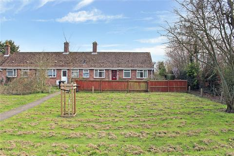 2 bedroom bungalow for sale - Shotesham Road, Poringland, Norwich, Norfolk, NR14
