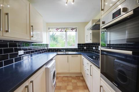 2 bedroom flat to rent - Eastbury Avenue, Northwood, HA6 3LQ