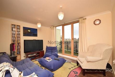 2 bedroom flat for sale - Hening Avenue, Ravenswood