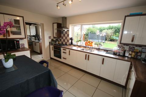 3 bedroom detached house for sale - Lea Gardens, Off Thorpe Road, Peterborough