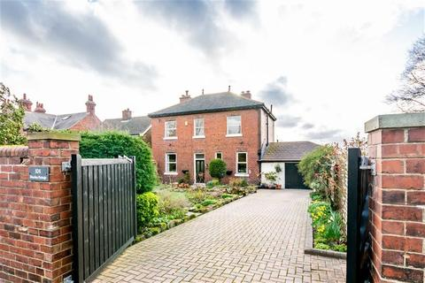 4 bedroom detached house for sale - Manygates Lane, WAKEFIELD, WF2