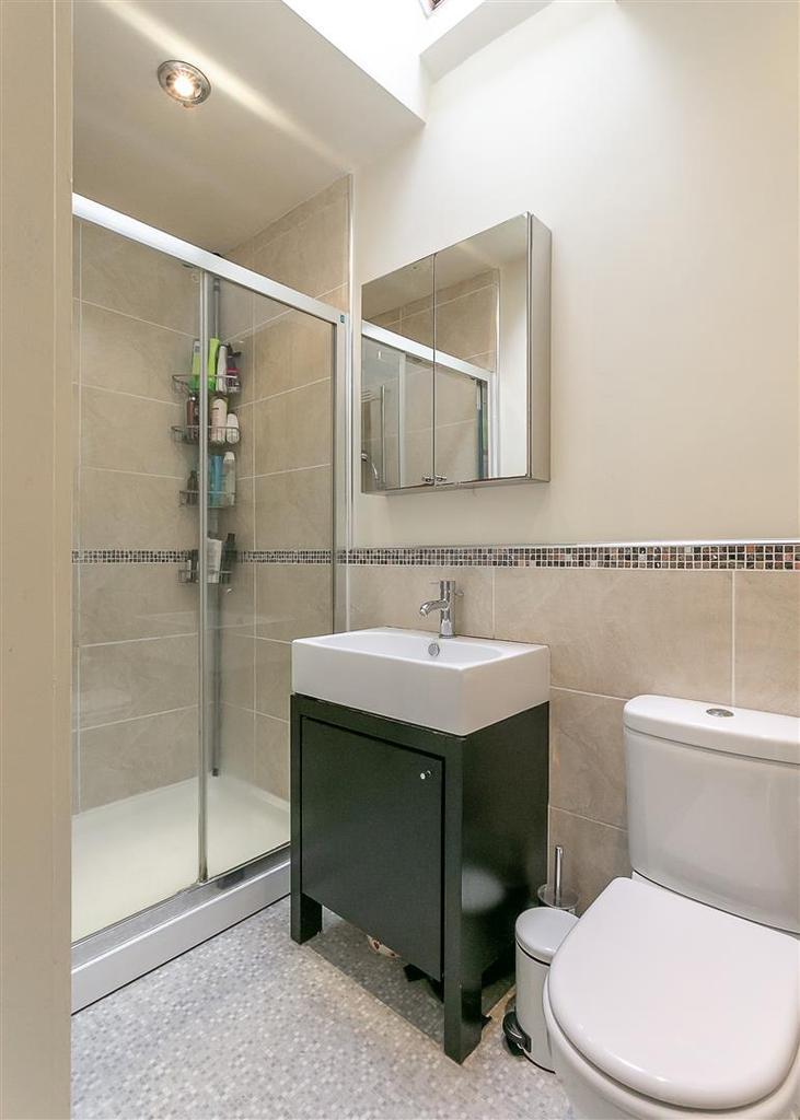 En Suite Shower (Master Suite)