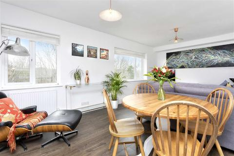 3 bedroom semi-detached house to rent - Norwich Drive, Brighton