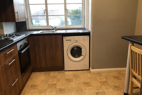 4 bedroom flat to rent - Station Parade, Cockfosters