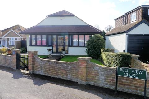 2 bedroom detached bungalow for sale - Bell View Close, Windsor SL4