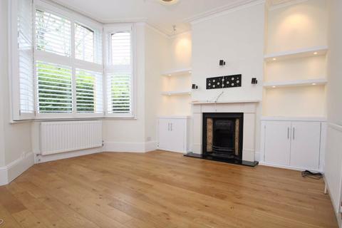 2 bedroom maisonette to rent - Santos Road, London