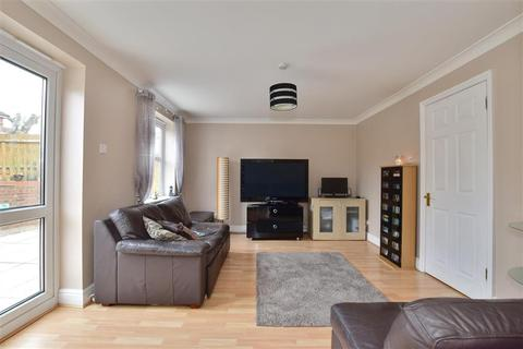 3 bedroom detached house for sale - Elmhurst Close, Ashford, Kent