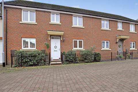3 bedroom semi-detached house for sale - Baden Powell Close, Chelmsford