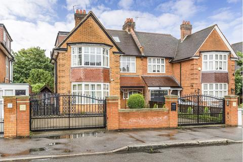 5 bedroom detached house to rent - Malford Grove, South Woodford, E18