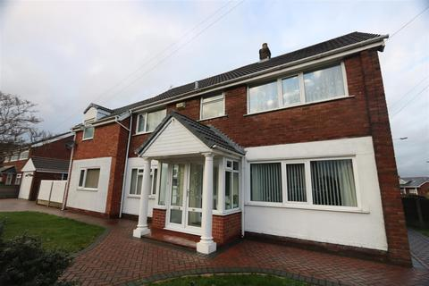 6 bedroom semi-detached house for sale - Langdale Drive, Bury