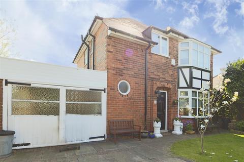 3 bedroom detached house for sale - Roslyn Avenue, Gedling, Nottinghamshire, NG4 3NJ