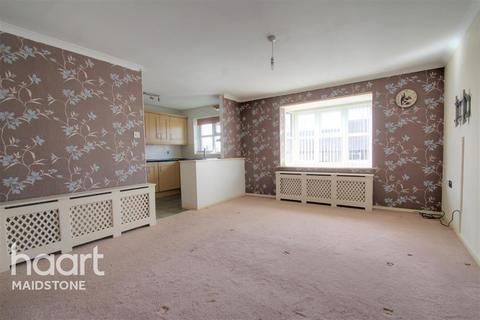 2 bedroom flat to rent - Gentian Close, ME14