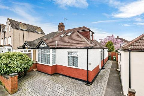 4 bedroom semi-detached bungalow for sale - Merchland Road, London