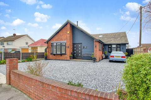 3 bedroom detached bungalow for sale - Common Lane, Thundersley