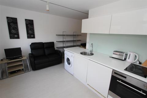 Studio to rent - Manor Mills, Ingram Steet
