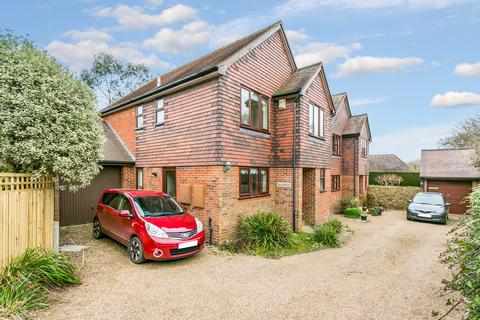 4 bedroom detached house for sale - The Green, Fordcombe
