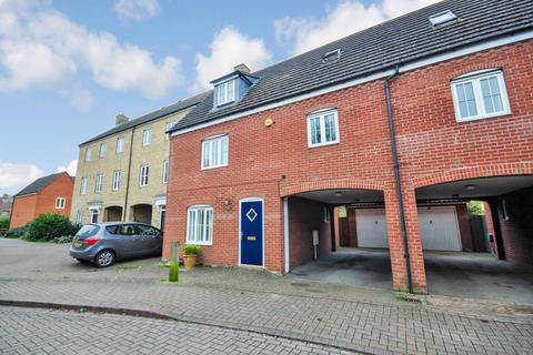 3 bedroom semi-detached house for sale - Springham Drive, Colchester, CO4 5FN.