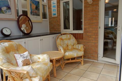 2 bedroom terraced house for sale - Jasmine Road, Rush Green, Romford RM7