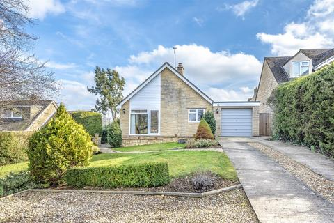 3 bedroom detached bungalow for sale - Bridewell Close, North Leigh, Witney, Oxfordshire, OX29