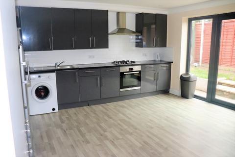 Crofts Road Harrow Ha1 3 Bed Semi Detached House To Rent 1 800 Pcm 415 Pw
