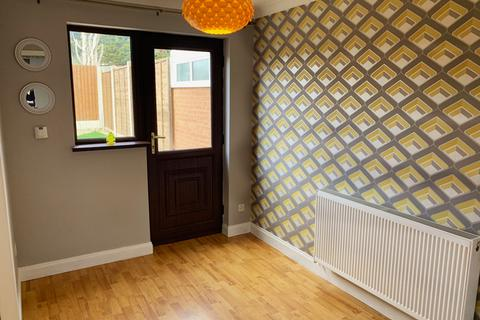 3 bedroom semi-detached house for sale - Hewes Close, Glen Parva, Leicester, LE2