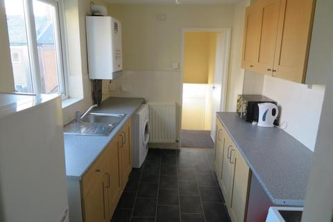 3 bedroom flat to rent - BOLINGBROKE STREET HEATON (BOLIN101)