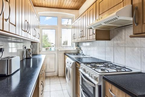 4 bedroom house to rent - Hebdon Road London SW17