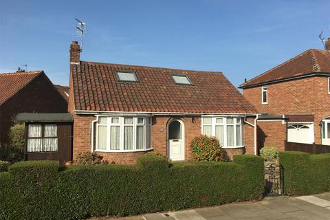 2 bedroom detached bungalow for sale - Almsford Drive, York