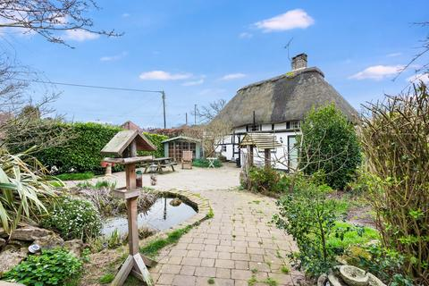 3 bedroom cottage for sale - Storrington - Thatched Cottage