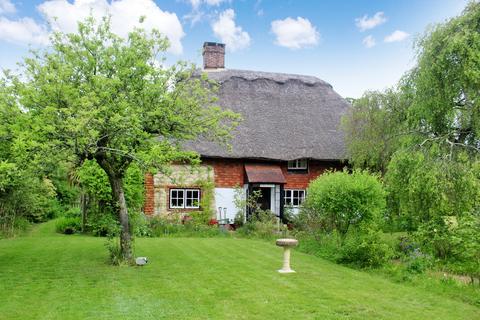 3 bedroom cottage for sale - Storrington - Thatched Cottage