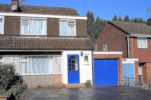 3 bedroom semi-detached house to rent - Chevin Avenue, Leicester, LE3