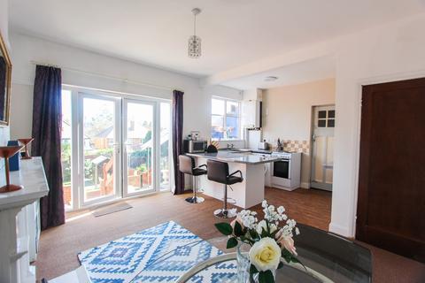 3 bedroom semi-detached house for sale - Oakthorpe Avenue, Leicester, LE3
