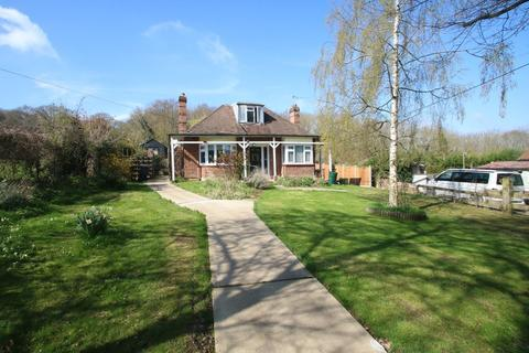 3 bedroom detached bungalow for sale - On a Four Acre Plot - Plumberow Avenue, Hockley