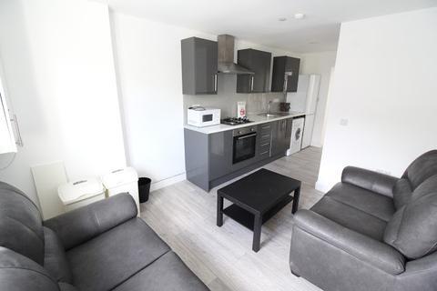 3 bedroom flat to rent - Flat 3, 28 Russell Street, Plasnewydd, Cardiff, CF24